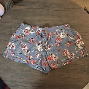Gypsies & Moondust Shorts - NWOT Cute cloth shorts with tie close!